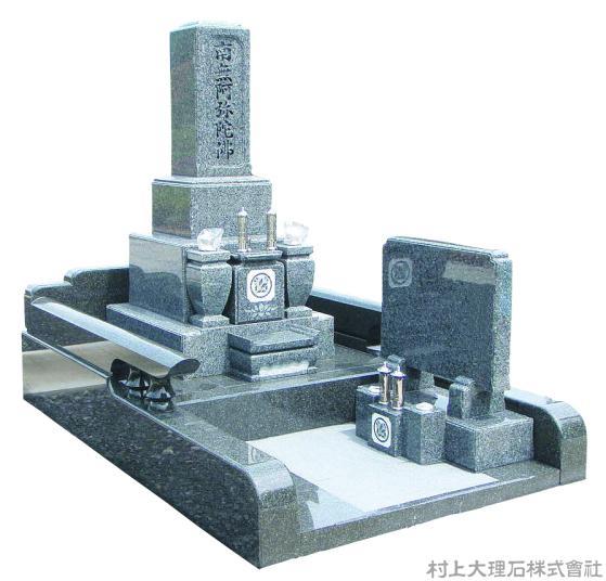 伝統な和型墓石とモダンな外柵