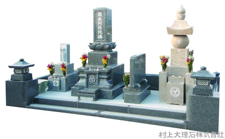 既存の五輪塔と新規墓石の一体感