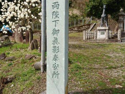 笏谷石記念碑の修復